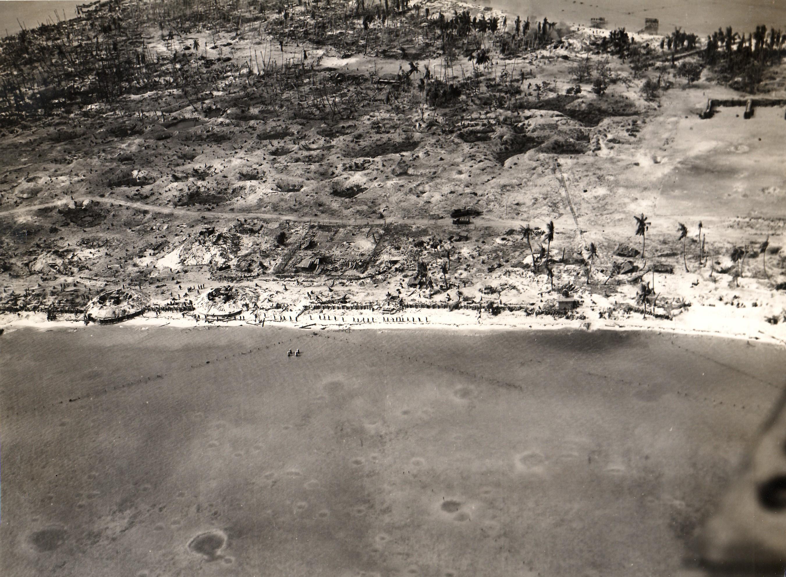 Tarawa_aerial_view_24_Nov_1943